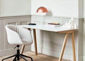 Thuiswerkplek HAYHAY AAC 53 stoel met HAY CPH 90 Desk