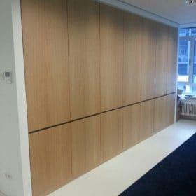 Wandkast in hout uitgevoerd , maatwerk, interieurbouw