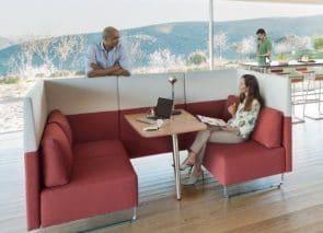 U-vormige bank met tafeltje voor overleg op kantoor kantoorbanken