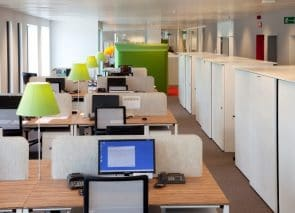 Bureauwanden zorgen ook voor sfeer en akoestische demping in een kantoortuin