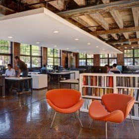 Design fauteuil op kantoor opvallende kantoorfauteuil moderne kantoorinrichting