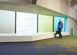 Betere demping en beperking nagalm door gebruik van tapijt op kantoor
