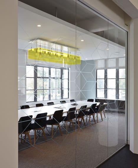 Transparante vergaderruimte