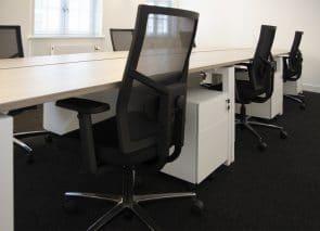 kantoorinrichting Maastricht lange werktafel met stoel