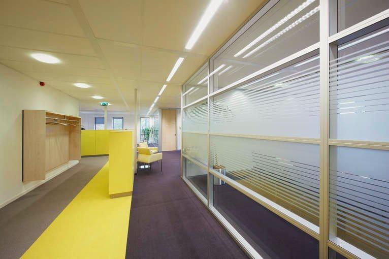 Systeemplafond op kantoor