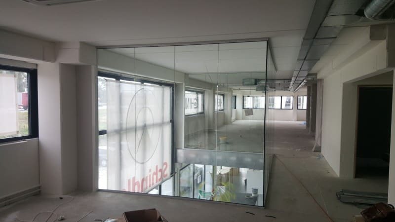 Vide dichtgemaakt met glaswanden bij Schindler