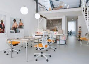 Klober bureaustoelen met netweave rug eb gele stoffering