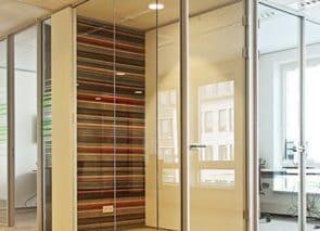 Vol glaswanden aluminium profiel en volglas deur kamerhoog