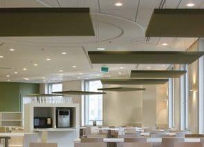 Plafond panelen akoestisch gestoffeerd