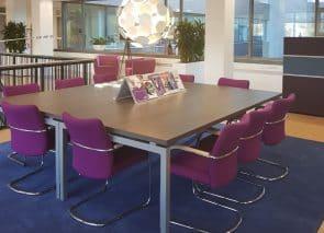 De nieuwe inrichting is een combinatie van nieuw en hergebruikt kantoormeubilair