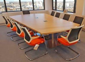 Vergaderkamer litebit met maatwerk vergadertafel