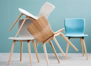 Butterfly stoel. Voorgevormd multiplex met fineer (eiken / beuken / ahorn) of gestoffeerd: zitting gestoffeerd, voorzijde bekleed of volledig gestoffeerd.
