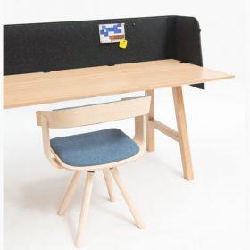 Buzzispace buzziwrap desk akoestisch schild dat zich om je bureau wikkelt en afschermt voor lawaai en afleiding