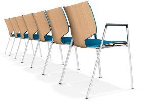 Casala Lynx stapelbare stoel uitvoerbaar met en zonder armleggers. In de rugleuning is eventueel plaats voor stoelnummering.