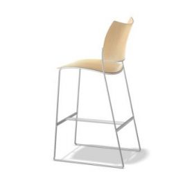Casala curvy barstool design Sigurd Rothe kruk leverbaar in kunsstof, hout en gestoffeerd