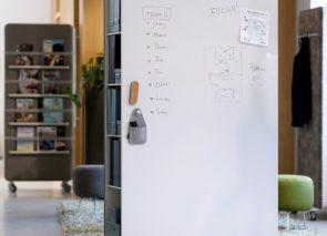 Cascando Pillow space verrijdbare roomdivider whiteboard met opbergruimte aan zijkant
