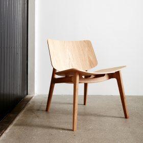 Freya Lounge stoel in hout uitgevoerd