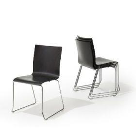 Lande X-Ray Zet de X-ray zaalstoel in een rij en de stoel sluit naadloos aan. Als conferentiestoel of horecameubilair. Wil je meer ruimte? Ook gestapeld komt de X-Ray zaalstoel prima tot z'n recht.