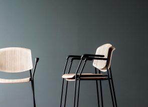 Stapelbare stoel Pause , uit te voeren met en zonder armleggers en in stof en hout.