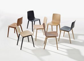 Arper Aava chair mooi gevormde houten stoel met 4 poots onderstel
