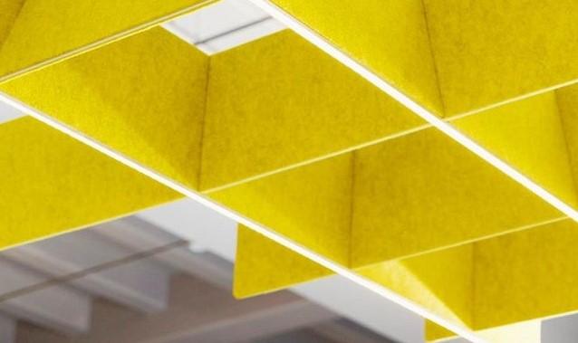 Akoestisch raster voor reduceren geluidsoverlast op kantoor