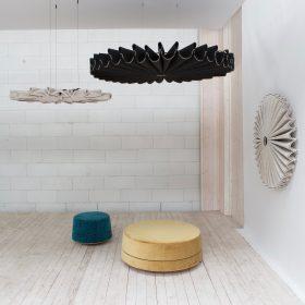 Akoestische geplooide panelen die aan de wand of aan plafond bevestigd kunnen worden. Zijn evt te combineren met lichtbron