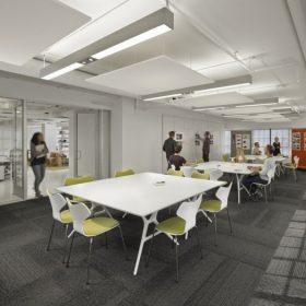 Akoestische plafondpanelen zorgen voor een verbeterde akoestiek in vergaderruimtes op kantoor