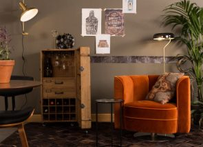 Dutchbone Flower Lounge chair op ronde voetplaat en velvet bekleding