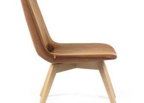 Mobitec fauteuil Pamp met houten onderstel en lederen bekleding
