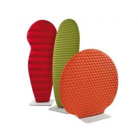 Vrijstaand geluidsabsorberende schermen in verschillende vormen en kleuren