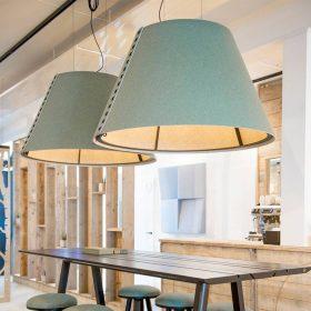 Grote akoestische lampenkappen geven ook meteen sfeer op kantoor