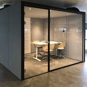 Akoestische concentratie unit geschikt voor vergaderingen met 4 tot 6 personen