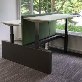 Elektrisch in hoogte verstelbaar sta zit bureau met zwart onderstel