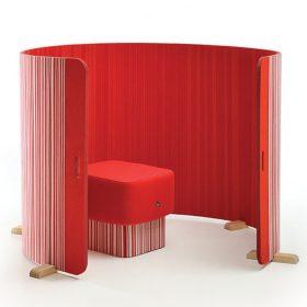 Akoestische roomdivider met ronde vormen die je op verschillende manieren neer kunt zetten