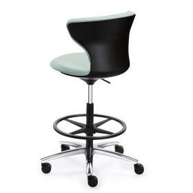 Hoge verstelbare bureaustoel voor vergaderen of overleg aan een hoge vergadertafel