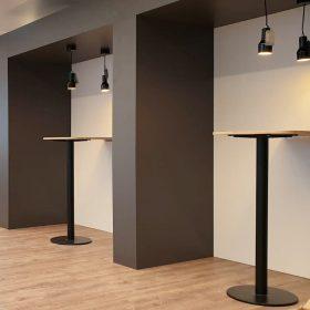 Overlegunits met hoge tafel voor kort overleg op kantoor