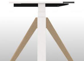 Winea Flow sta zit bureau met houten A poot