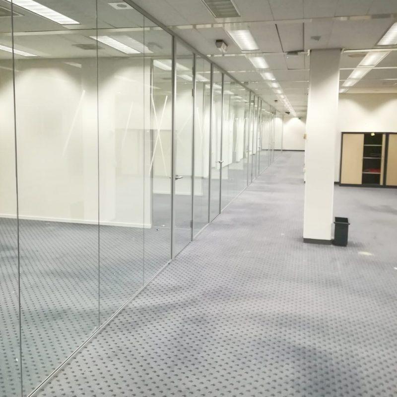 Glaswand geplaatst met een totale lengte van 32,5 meter