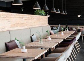 Bedrijfs restaurant met luxe uitstraling door gebruik van mooie materialen