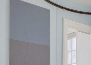 Gestoffeerde akoestische panelen aan de muur voor verbetering van kantoorakoestiek