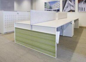 Werkplekken waar de zijkanten te personaliseren zijn en daardoor bijdragen aan de sfeer op kantoor