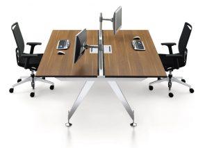 Strakke design Duo bench met minimalistische metalen poot en houten blad