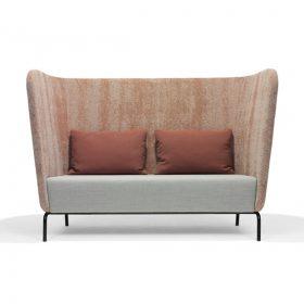 Sofa Broes met frivole ronde vormen bied privacy en comfort