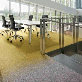 Desso carpet tegels met mooi verloop van grijs naar geel