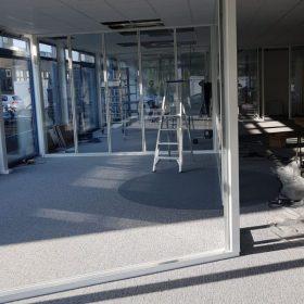 Opbouw van systeemwanden bij een kantoorverbouwing