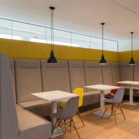 Nisbank akoestische bank met hoge rug te gebruiken in wachtruimte of kantine