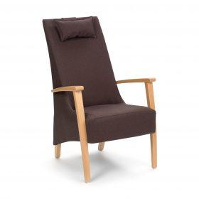 Zorgstoel met hoge rug en houten armleggers