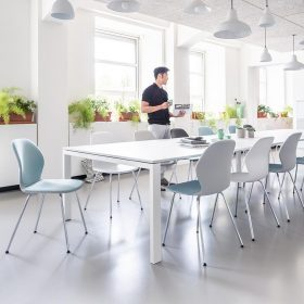 Sespot stoel voor horeca en kantine kan met een losse hoes in kleur worden aangepast