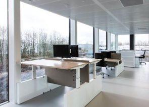 Elektrisch verstelbare sta zit bureau's werkplekken met wangpoot