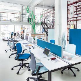 Bureauwanden in strakke minimalistische vormgeving